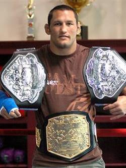 Дэн Хендерсон — чемпион Прайда.