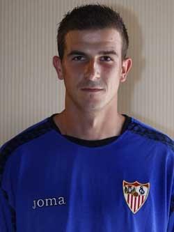 Хави Варас — вратарь футбольного клуба «Севилья».