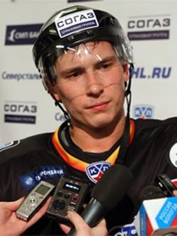 Максим Чудинов — защитник череповецкого хоккейного клуба «Северсталь»