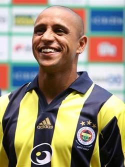Роберто Карлос — капитан футбольного клуба «Анжи».