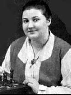 Вера Менчик — она сыграла почти 500 партий против мужчин