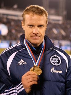 Вячеслав Малафеев — вратарь футбольного клуба «Зенит».