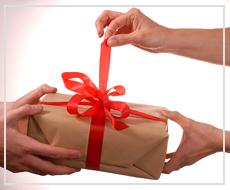 Как выбрать мобильный телефон в подарок женщине?