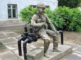 Под Иркутском воздвигли памятник сантехнику